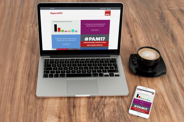 Titelbild (Website der BayernSPD auf einem Notebook und einem Smartphone)